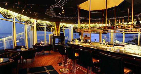 Beispiel: Bar bei Nacht, Foto: Bad Horn
