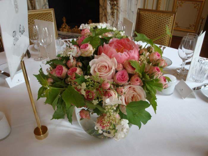 Fleurs, Fruits, Feuillages Centre de table du mois de juin à l'hôtel Shangri-la à Paris 75016  www.fleurs-fruits-feuillages.fr