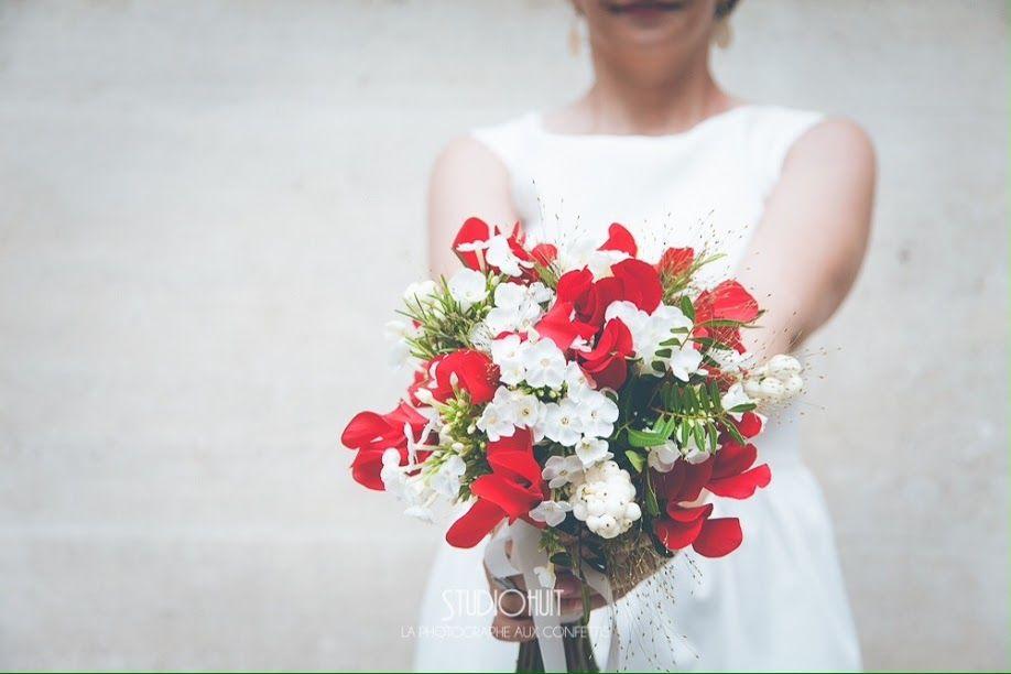 Mariage civil en rouge et blanc ©StudioHuit