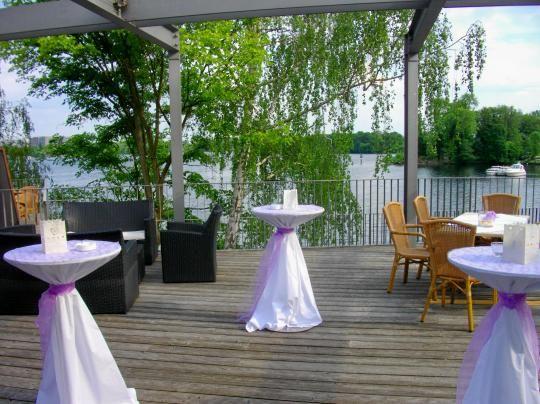 Beispiel: Sektempfang Terrasse, Foto: SeePavillon am Tegeler See.