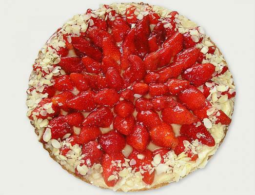 Beispiel: Frische Erdbeertarte, unsere Spezialität! Foto: 4C Catering.