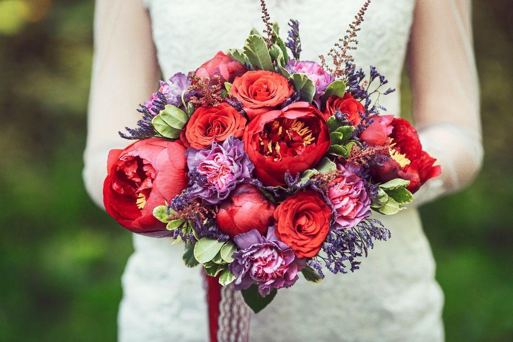 Букет невесты из пионов, розочек, лимониума, гвоздики, астильбы и питтоспорума  Флорист Рина Озерова