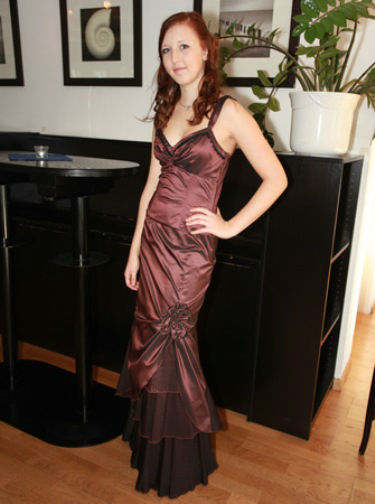 Beispiel: Abendkleider, Foto: Traut euch Brautsalon Festmode.