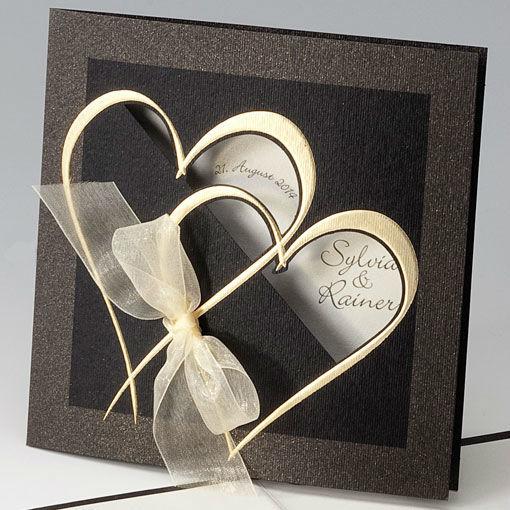 Beispiel: Hochzeitseinladung - Herzen mit Schleife schwarz, Foto: Whitestore.at.