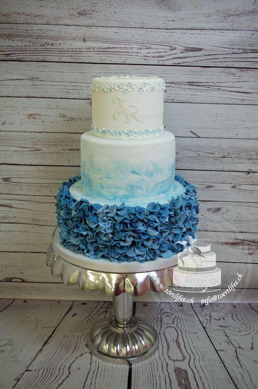 Ruffel-Cakes mit Aquarell farbverlauf