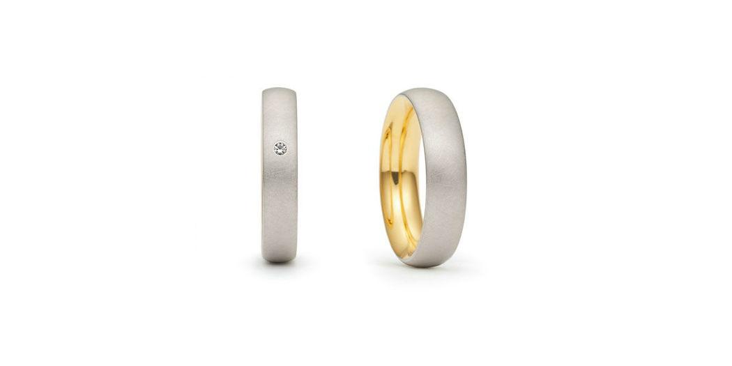Beispiel: Klassisch schlichte Eheringe, Foto: Juwelier Schlund.
