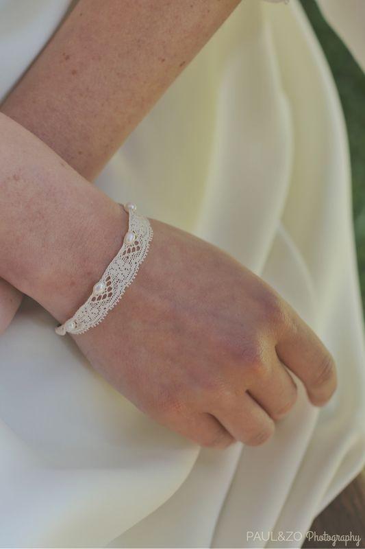 Bracelet dentelle fine de coton et perles d'eau douce