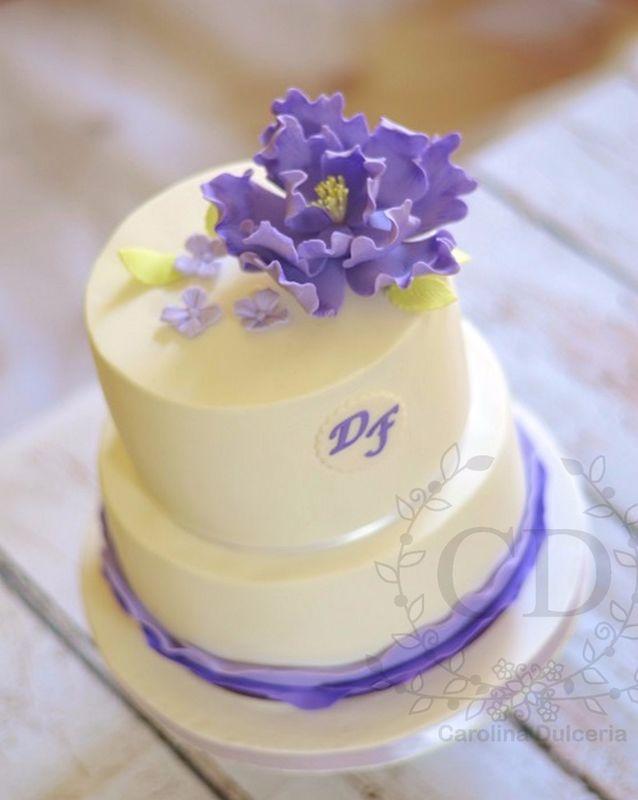 Torta peonía y vuelos morados
