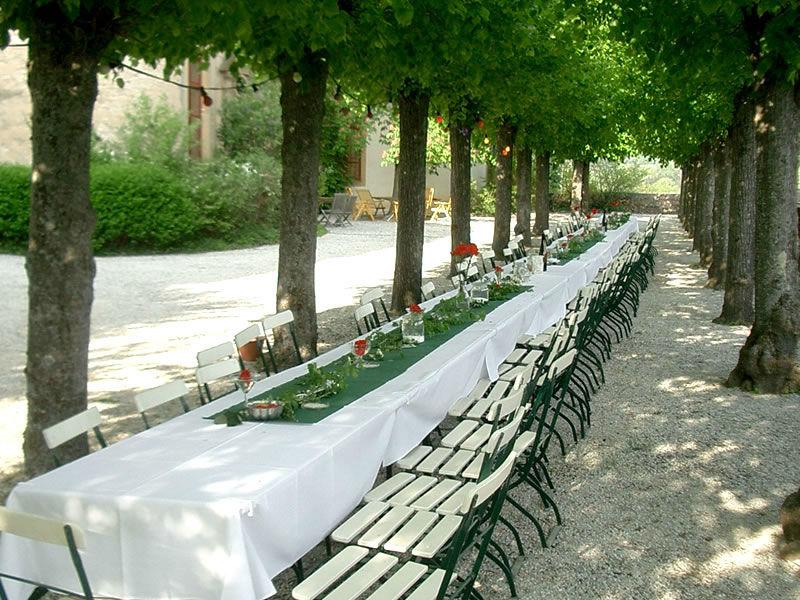 Beispiel: Festtafel Terrasse, Foto: Schloss Gemünden.
