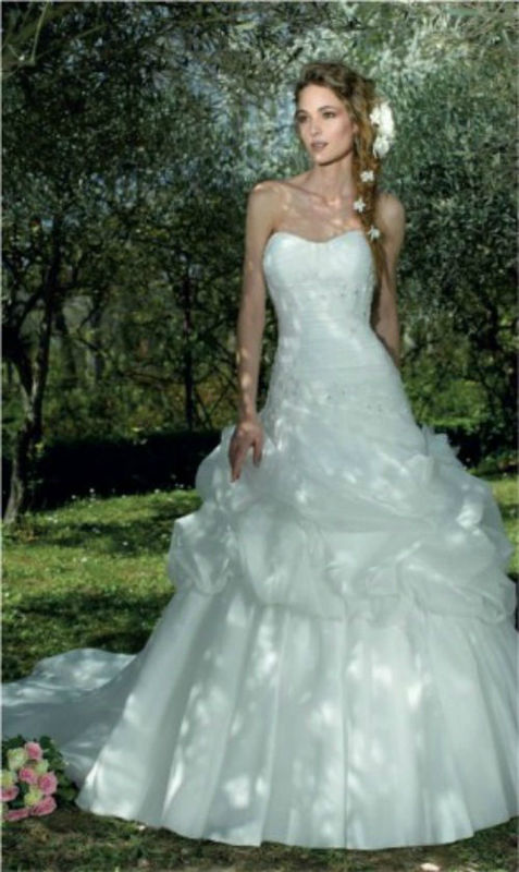 Beispiel: Vintage-Brautkleid, Foto: Bea´s Hochzeits- und Fest- Boutique.