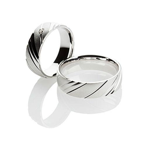 Beispiel: Trauringe aus Silber, Foto: Titanringschmiede.