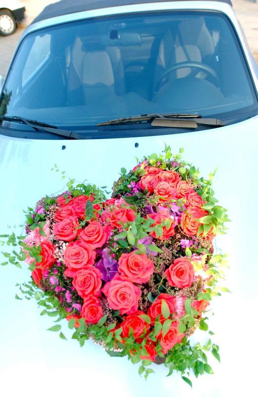 Beispiel: Autoschmuck, Foto: Blumenland Engler.