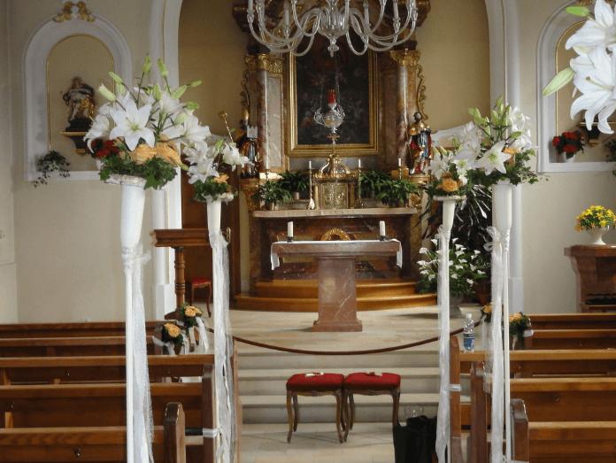 Beispiel: Kirchendekoration, Foto: Quadriga Flora.