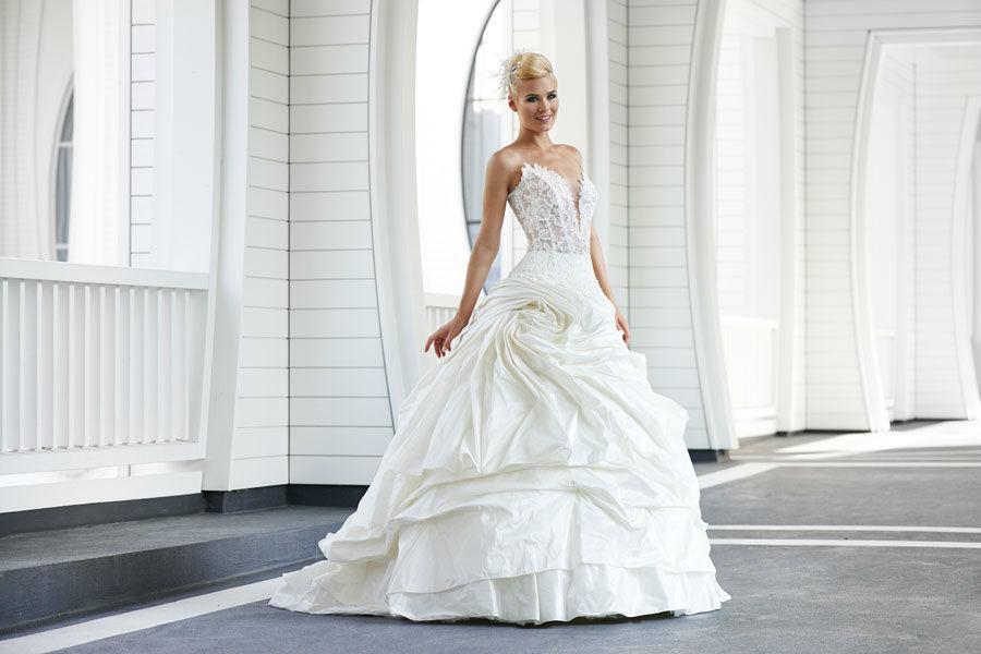 Beispiel: Individuelle Brautkleider, Foto: Mery's Couture Bad Ragaz.
