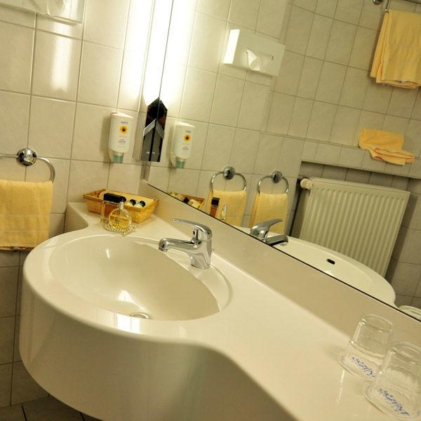 Beispiel: Badezimmer, Foto: AKZENT Hotel Saller See.