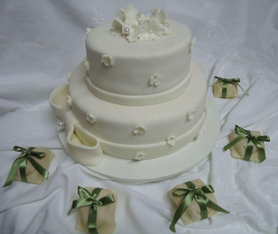 Bolo de Casamento de Pasta Americana e Bem Casados