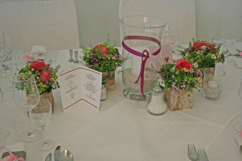 Beispiel: Originelle Dekorationen für Ihren Hochzeitstisch, Foto: Le langage des fleurs.