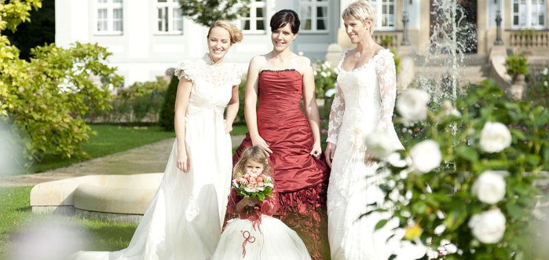 Beispiel: Brautkleid, Foto: Barockoco Braut & Festmoden.