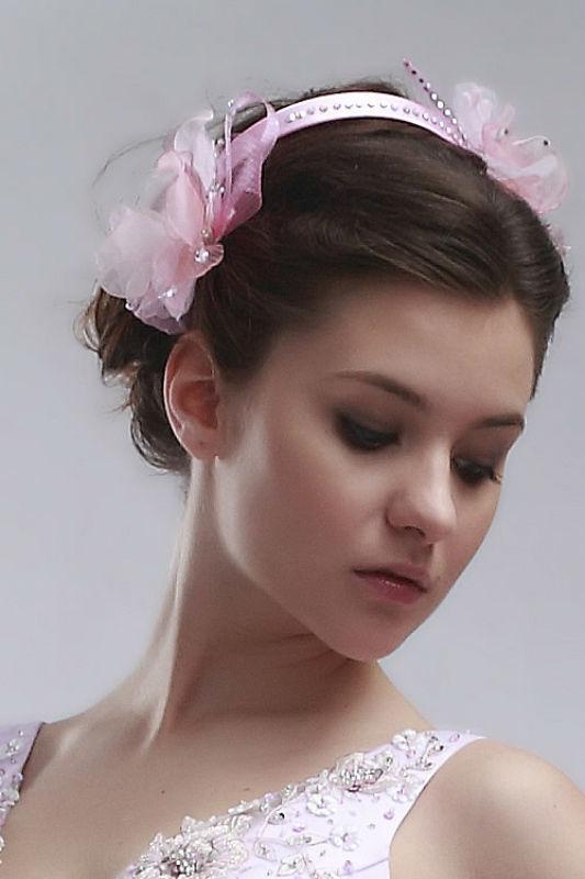 Beispiel: Haarreife in verschiedenen Farben, Foto: Prinzessin Brautmode Accessoires.