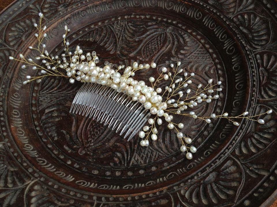 Дизайнерский гребень для волос из натурального жемчуга.