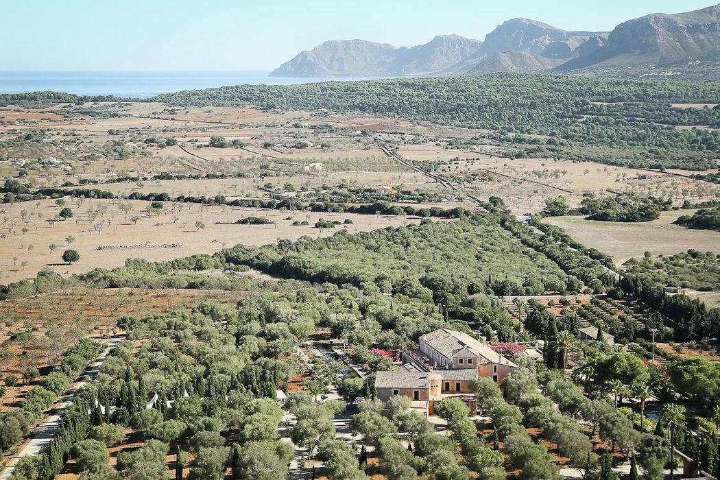 Son Doblons_vista aerea de la finca y Serra de Levant