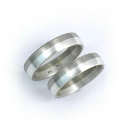Beispiel: Silberringe in Bicolor, Foto: Schmuck Hautnah.
