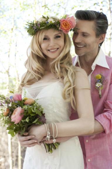 Beispiel: Brautstrauss - Haarschmuck - Anstecker, Foto: Blumen Wesemeyer.