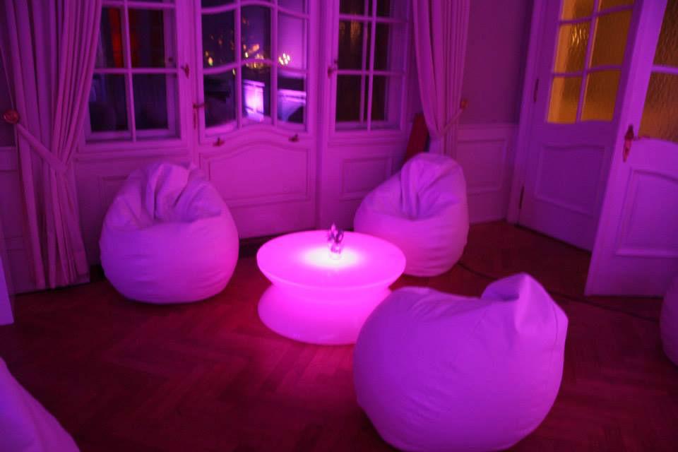 Beispiel: Lounge-Bereich, Foto: Deko Design.