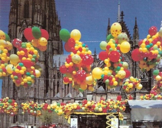 Beispiel: Dekoration im Freien, Foto: Krickl Ballons.