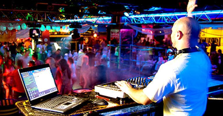 Beispiel: DJ, Foto: Voyage Entertainment.