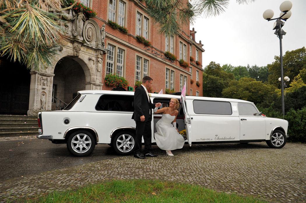 Weißer Hochzeitstrabant - die besondere Hochzeitslimousine.