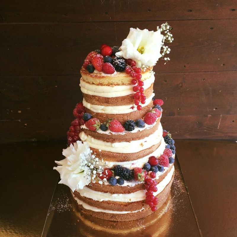 Naked cake vanille fruits rouges