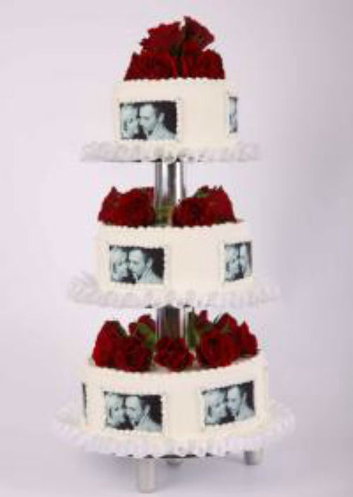 Beispiel: Hochzeitstorte: Love Wedding, Foto: Beck Lyner.