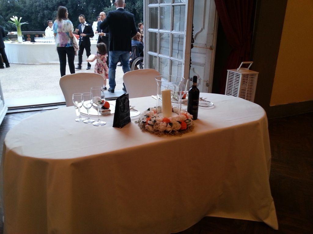 Matrimonio a Firenze - Tavolo sposi con fiori di carta