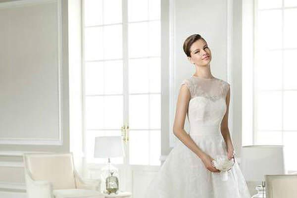 Schwarz Braut- und Eventmoden