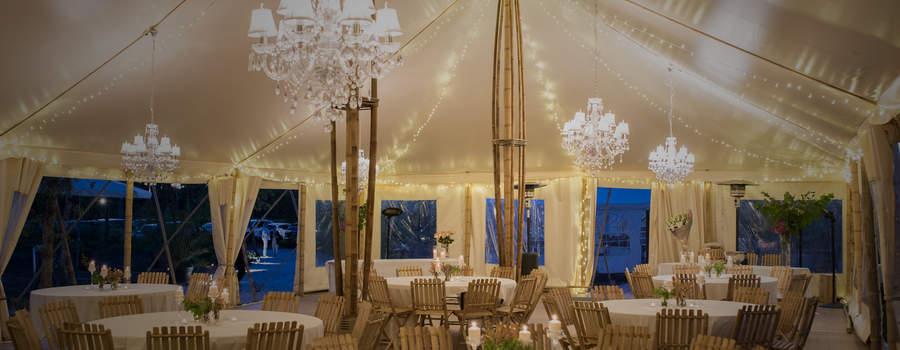 Domaine de Petiosse - Intérieur éclairé du chapiteau en bambou - © Alexandra Pottier