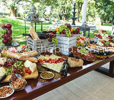 Barra de Quesos y Madurados, con panes artesanales, semillas y frutas