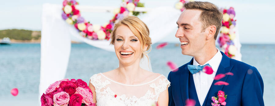 Matrimonio in spiaggia Costa Smeralda Sardegna - Destination Wedding