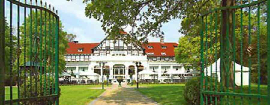 Beispiel: Außenansicht, Foto: Waldhaus Oelper.