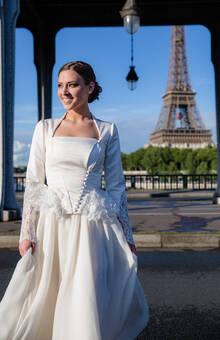 Beaumenay Joannet Paris - Forever - Robe de mariée, veste à basque en dentelle et jupe en mousseline fluide