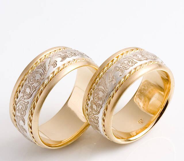 Trauringe, Gold und Silber mit Ornament, Foto: Trimetall.