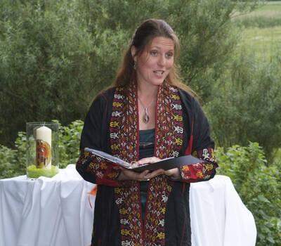 Beispiel: Susanne Waldfahrer - Freie Rednerin, Foto: LEBENSFEIERN SONNENKLANG.