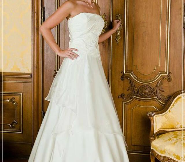 Beispiel: Brautmode, Foto: Brautstudio Dana.
