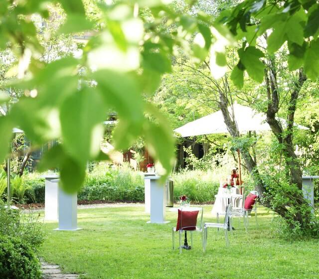 Schlosspalais No. 1 | Zaubergarten für freie Trauungen und Gartenfeste