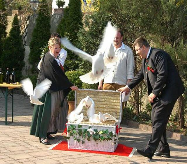 Beispiel: Hochlass für die Liebe, Foto: Hochzeitstauben Michaela Kohl.