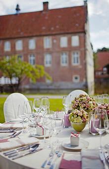 Beispiel: Bankett im Freien, Foto: Annika Wietzorke - Hochzeitsplanung & Eventdesign.