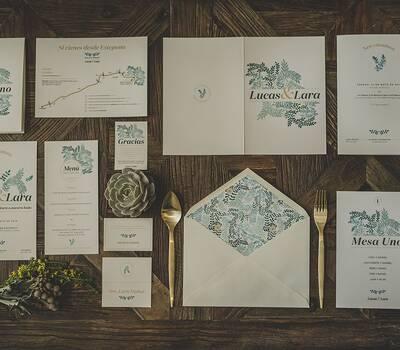 Colección de papelería de bodas 'A mar sabe el amor', alter ego de la firma. Marinera, fresca, joven y elegante.