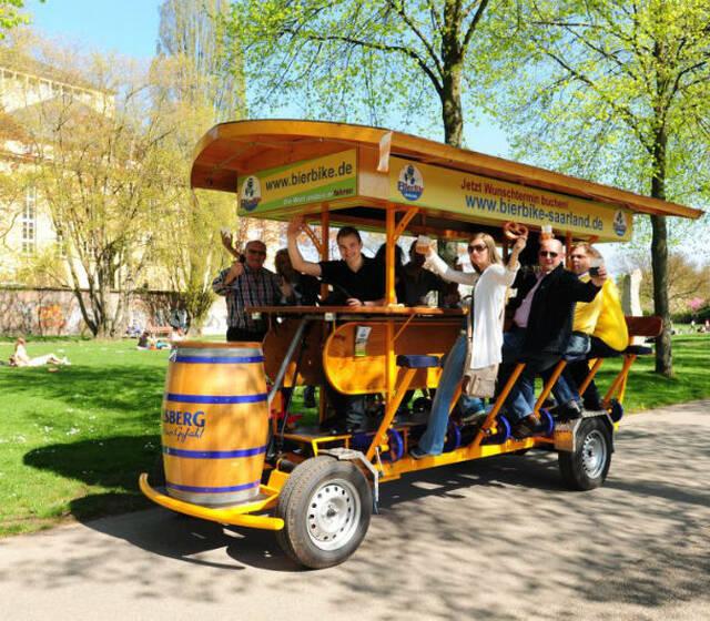 Beispiel: Lustige Rundfahrt mit frisch gezapften Bier, Foto: BierBike Saarland.