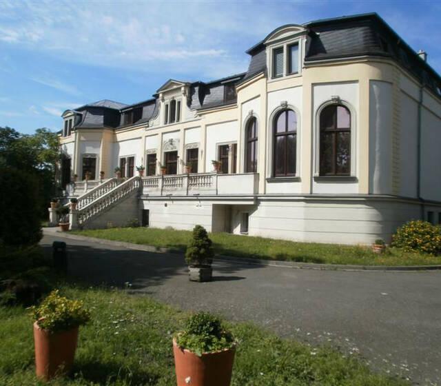 Beispiel: Außenansicht, Foto: Schlosshotel Breitenfeld.
