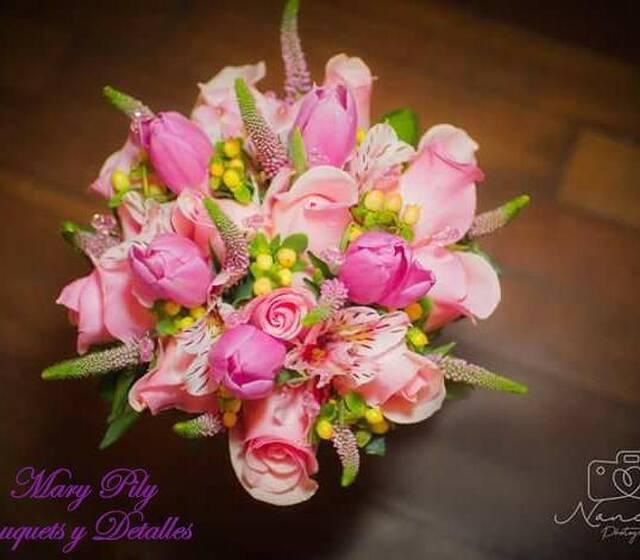 bouquet en rosas y tulipanes de civil